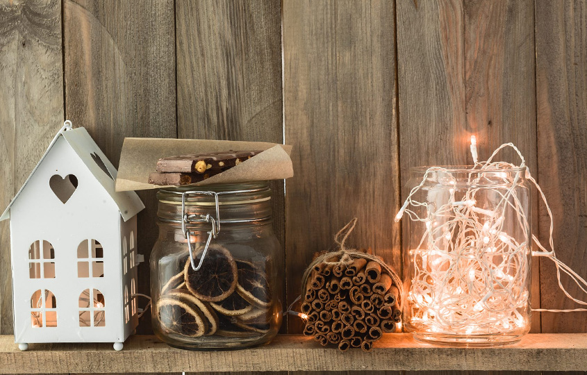 Jak udekorować małe mieszkanie na święta?